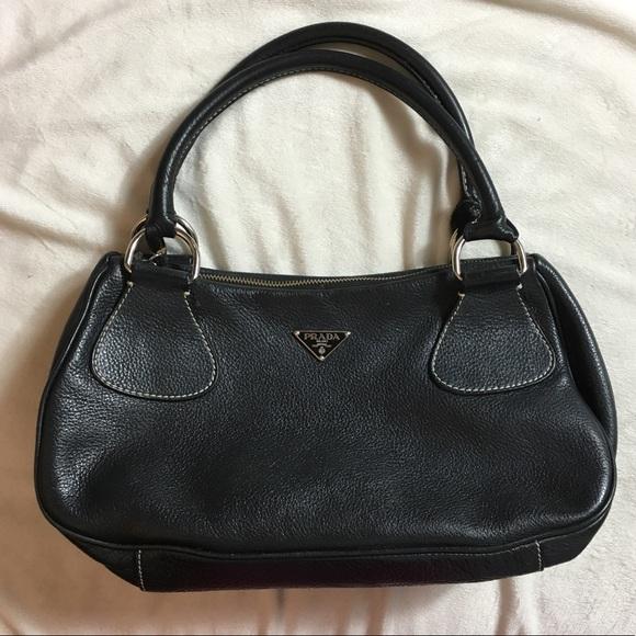 d6b004933534 Prada leather handbag. M 5b666e6ca31c331394284d7a